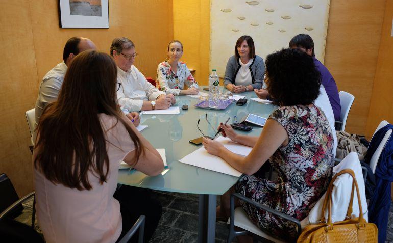 El Consell acogió una reunión para analizar posibles soluciones a la quiebra de Monarch.