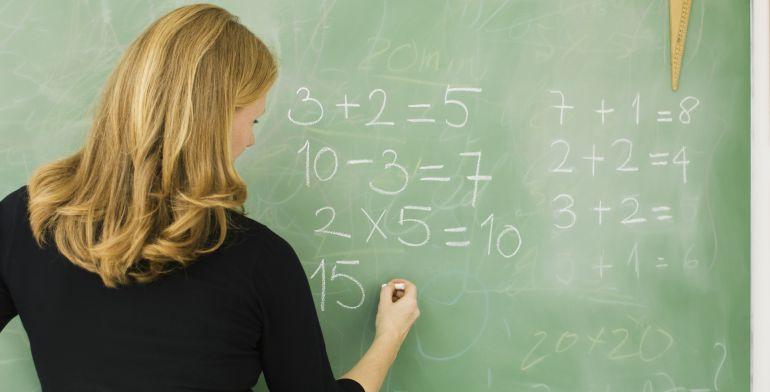 La reducción de las horas lectivas está motivando que este curso se necesiten más profesores para contratar en Castilla-La Mancha y algunas bolsas se están agotando