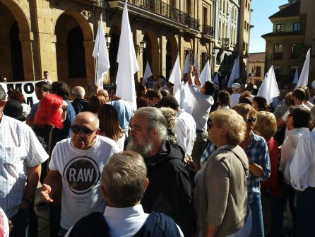 Manifestantes de Hablamos Asturias, en Oviedo