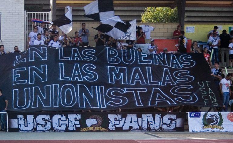 Imagen de @unionistascf. La afición siempre acompaña al conjunto, en Las Pistas, y fuera de ellas.