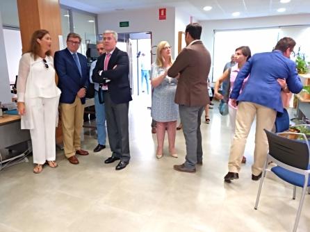 El secretario de Estado de Hacienda, José Enrique Fernández de Moya, ha visitado las instalaciones para saludar a los empleados y conocer como se trabaja en esta oficina.