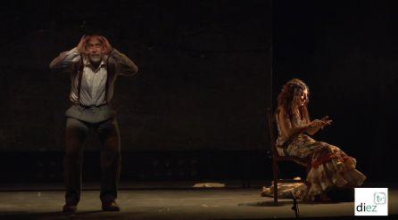 Ambos actores en un momento de la representacion de ¡Ay Carmela!