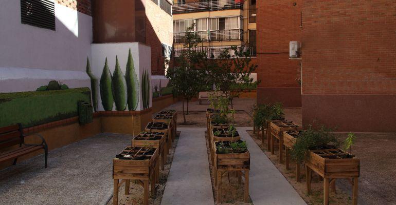 El centro del Olivar donde se ha instalado un nuevo huerto con mesas en altura