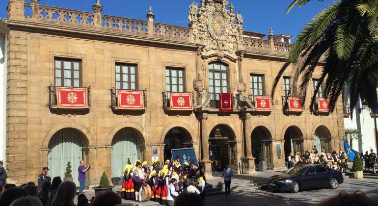 Fachada del Hotel de la Reconquista, el día de la entrega de los Premios Princesa de Asturias en 2015