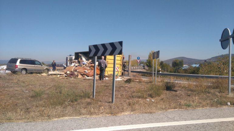 El camión volcó en el kilómetro 390 de la NVI