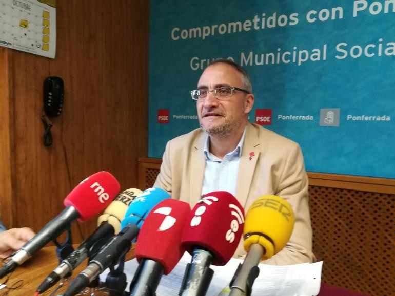 El PSOE estudiaría una subida del recibo de agua 'racional' para sustituir las tuberías de fibrocemento