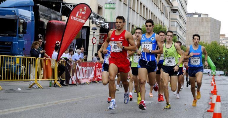 Atletas participan en una edición pasada de la Milla Manuel Pancorbo.