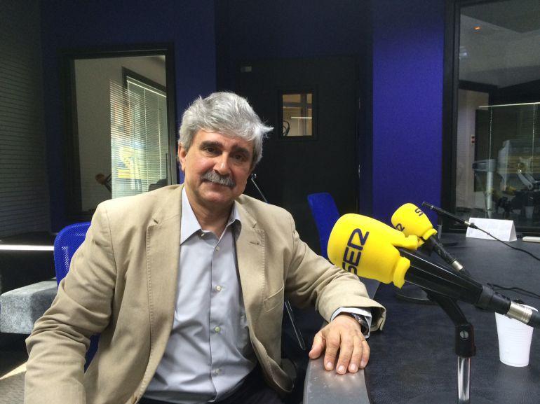 El rector de la Universidad de León, Juan Francisco García Marín, en el estudio de Radio León