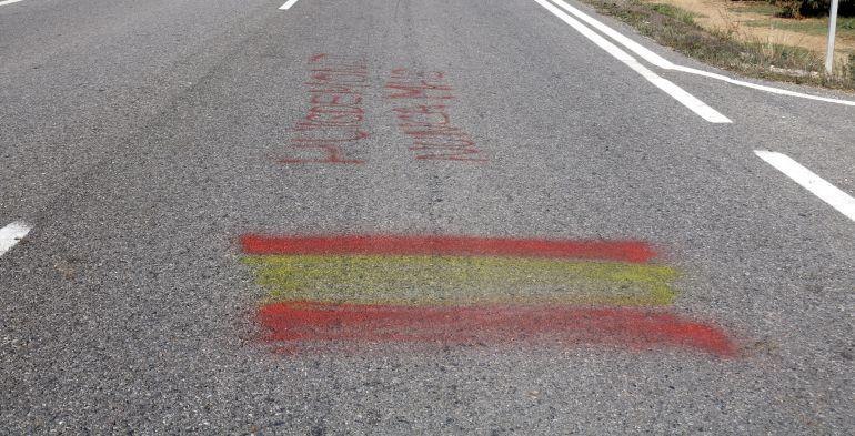 La policia local d'Alcarràs denuncia la Guàrdia Civil per una pintada contra Puigdemont