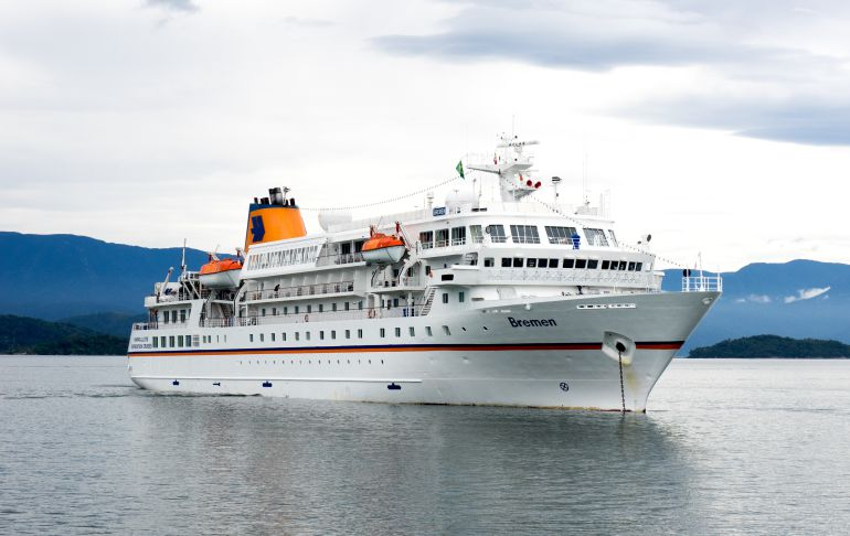 El crucero Bremen hizo escala este sábado en Viveiro con 300 turistas a bordo.