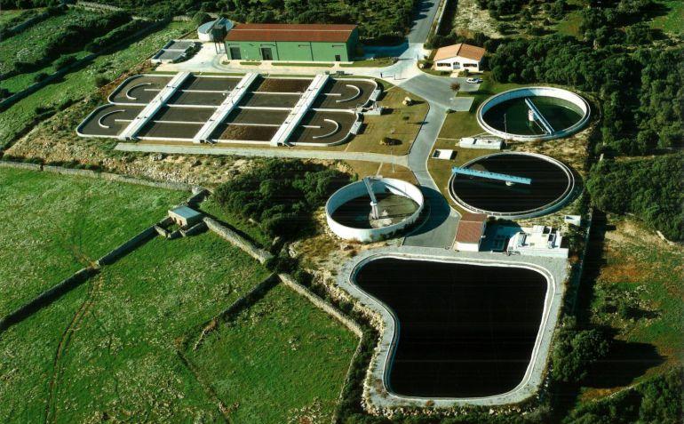 La depuradora de Maó y Es Castell podría dejar de tirar el agua al mar si la depura un poquito más