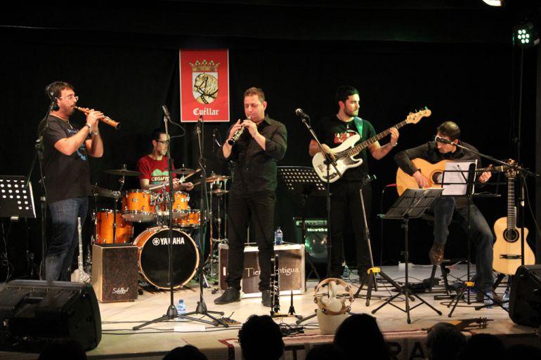 El grupo tierra Antigua durante un concierto en la sala cultural Alfonsa de la Torre de Cuéllar