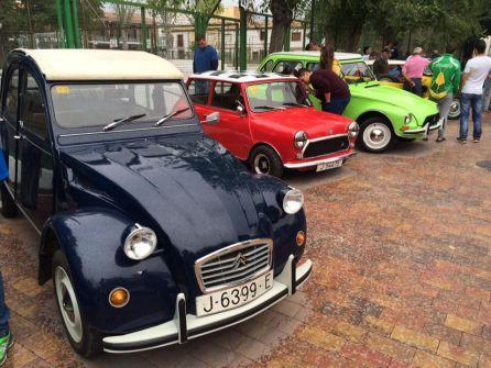Vehiculos antiguos participantes en la edición del año pasado en la Rally Classic de Peal de Becerro, en el parque Félix Rodriguez de la Fuente