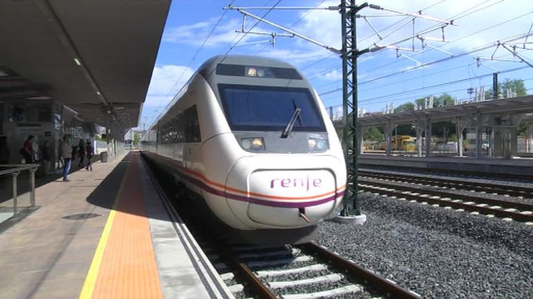 El Eixo Atlántico a su llegada a la estación de Vigo