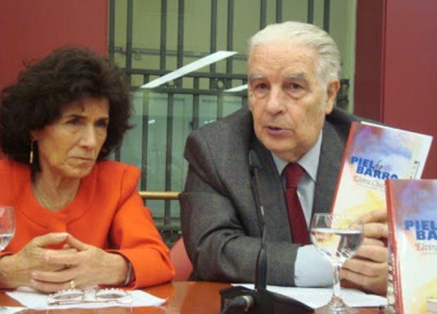 La compositora Elvira Checa, a la izquierda.