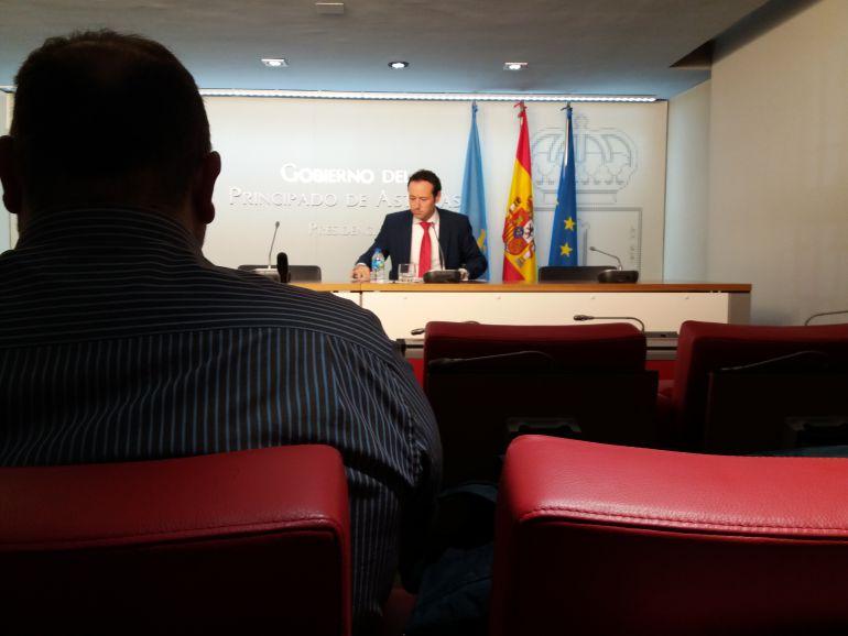 El consejero de Presidencia y Portavoz del Ejecutivo asturiano, Guillermo Martínez, durante su comparecencia tras la reunión del Consejo de Gobierno. Esta mañana.Oviedo.