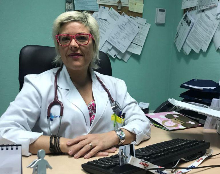La doctora Rodríguez. en su consulta