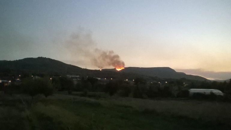 Vista del incendio desde Carucedo