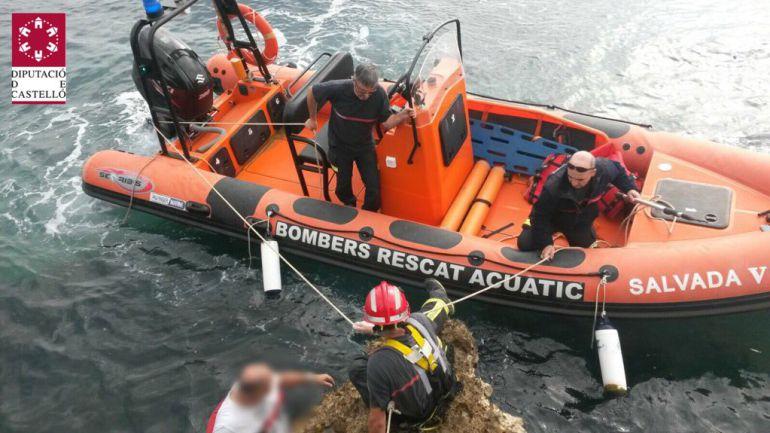 Rescatan a un hombre tras caer al mar desde un acantilado de 10 metros