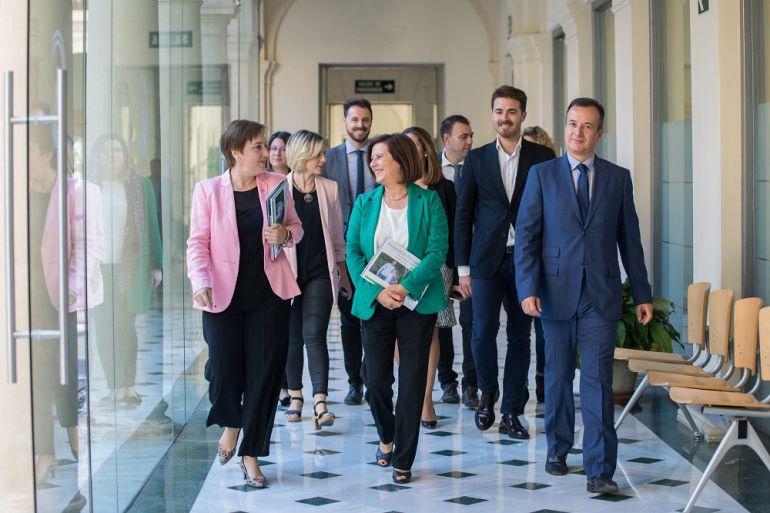 La consejera de Políticas Sociales, María José Sánchez, ha presentado junto a la delegada del Gobierno, Sandra García, el presupuesto andaluz para Granada