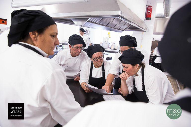Personal de Universo Santi en la cocina del restaurante