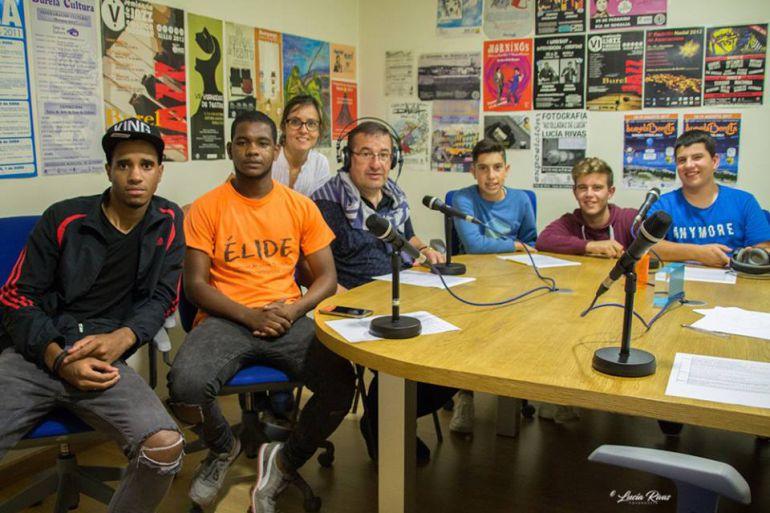 Unha actividade do proxecto de integración educativa de Burela na radio local