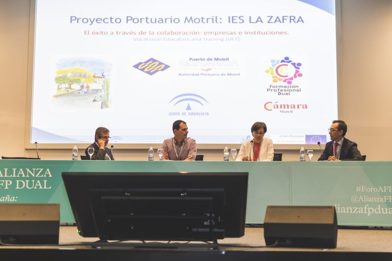 El IES La Zafra presenta el ciclo Formativo Dual sobre transporte y Logistica en Valencia