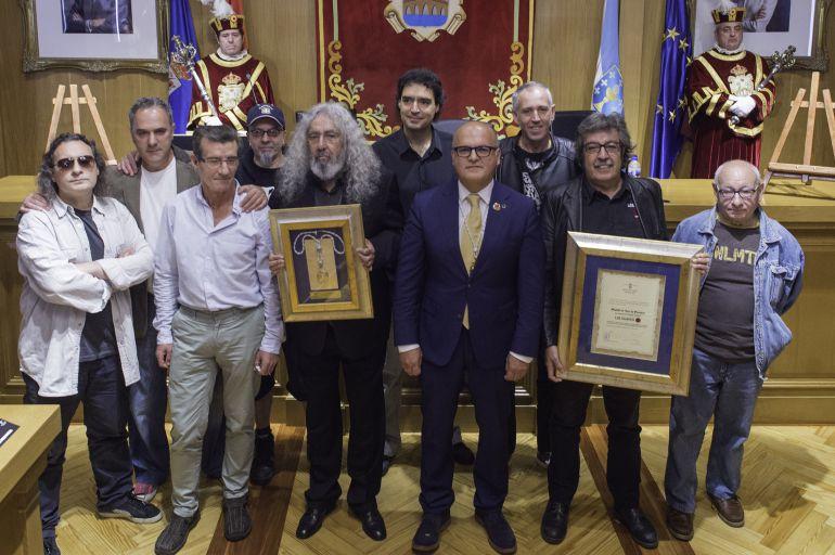 El presidente de la Diputación, Manuel Baltar, y los miembros de Los Suaves a lo largo de toda su trayectoria.
