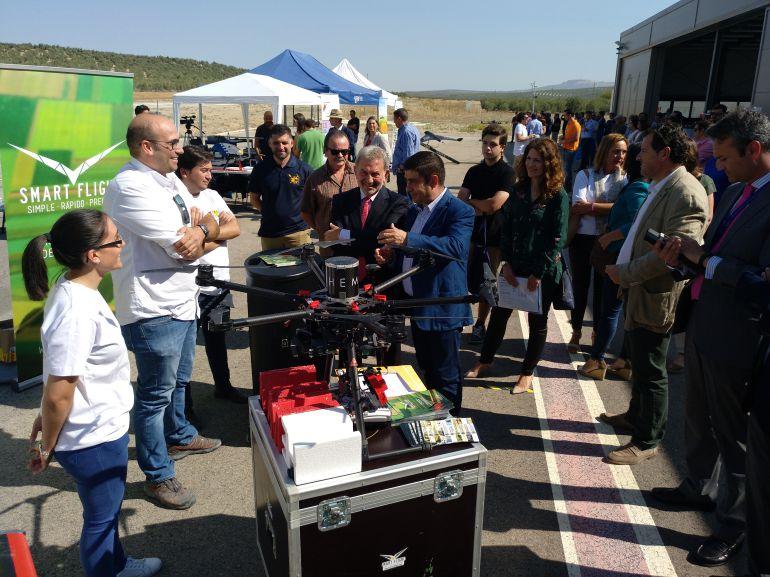 """El Centro de Vuelos Experimentales ATLAS acoge la jornada dedicada a la demostración de vuelos dentro del Congreso UNVEX Ecoagro sobre """"Drones en Agricultura y Medio Ambiente"""""""