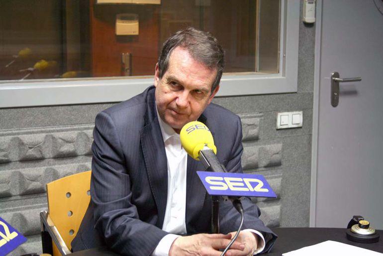 Abel Caballero durante una entrevista en Radio Vigo