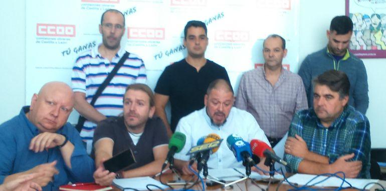 Representantes de los trabajadores de AN SCOOP y de los sindicatos CCOO, UGT y USO comparecen para denunciar la situación de la plantilla