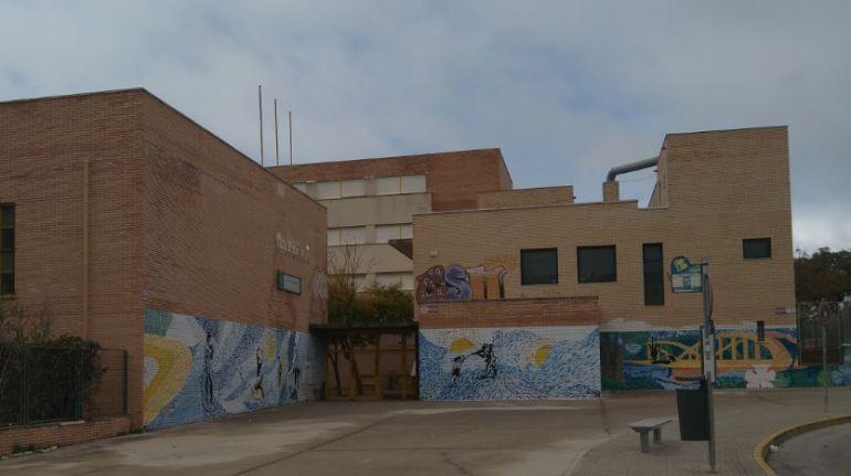 Fachada del Instituto Pintor Juan Lara, en El Puerto