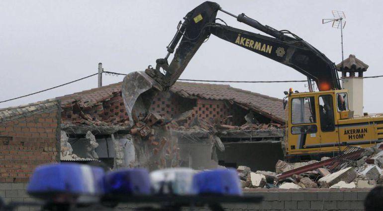 Demolición de una vivienda ilegal en Chiclana (Cádiz)