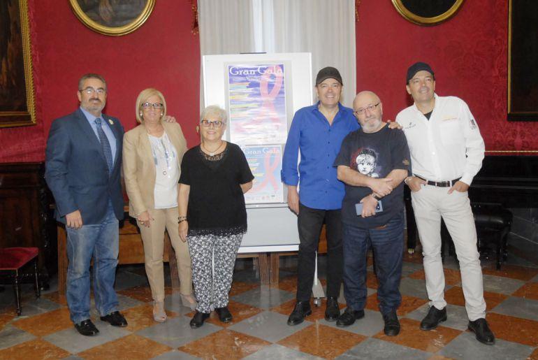 Presentación de la fiesta benéfica de la Asociación contra el Cáncer en el Ayuntamiento de Granada