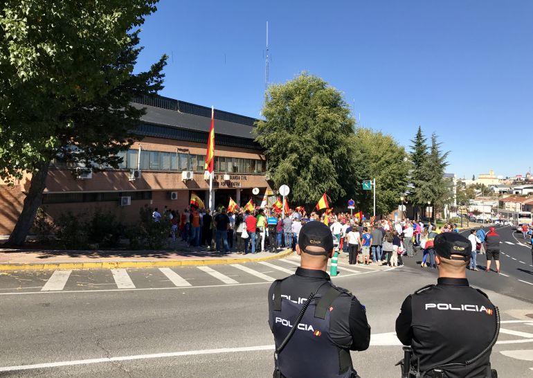 Concentración frente a la Comandancia de la Guardia Civil de Ávila