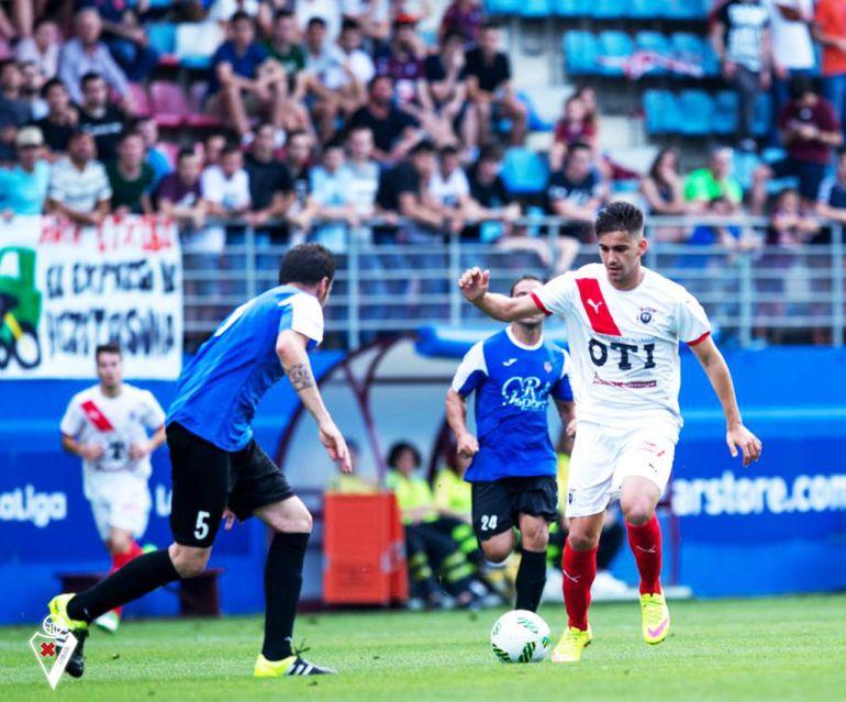 El delantero talaverano con la elástica del 'Vitoria', filial del Eibar, la temporada pasada