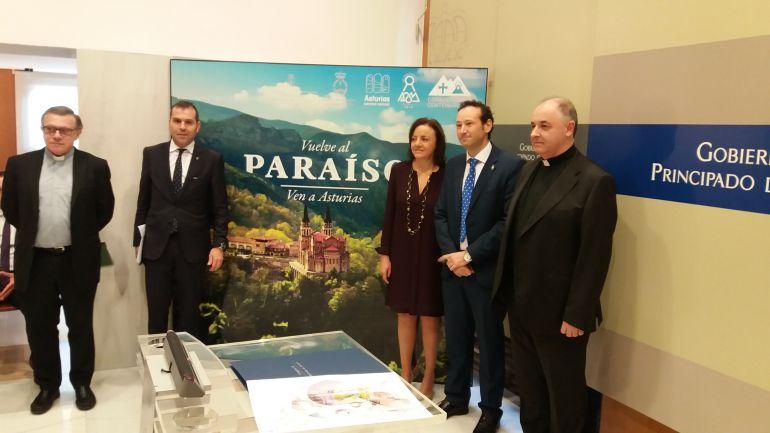 Un momento de la presentación con presencia de representantes del Principado, el Arzobispado y el ayuntamiento de Cangas de Onís.
