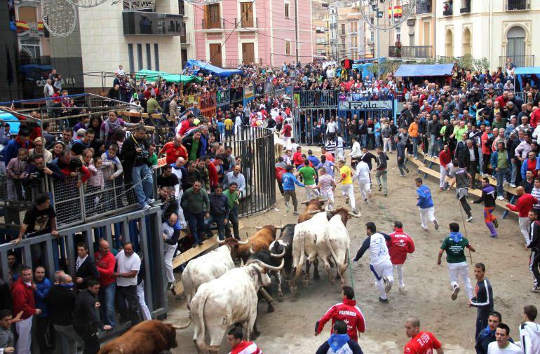 ¿Quién debe pagar al veterinario en los festejos taurinos, la Generalitat, los ayuntamientos o los organizadores?