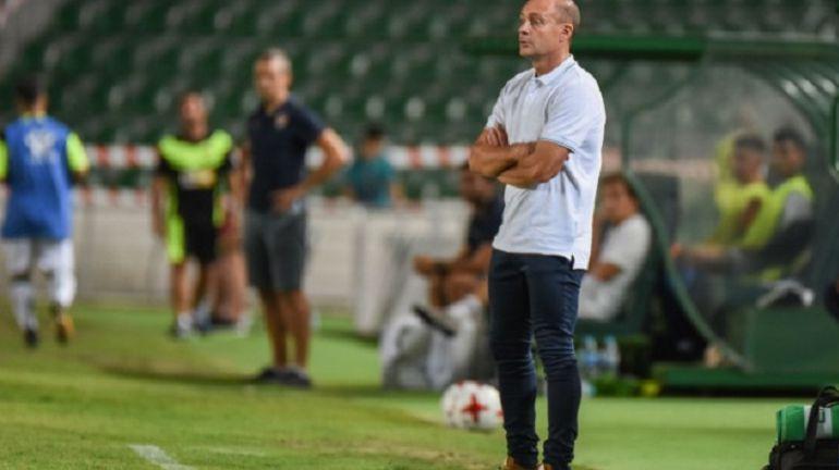 El entrenador del Elche, Vicente Mir, en la zona técnica del Martínez Valero