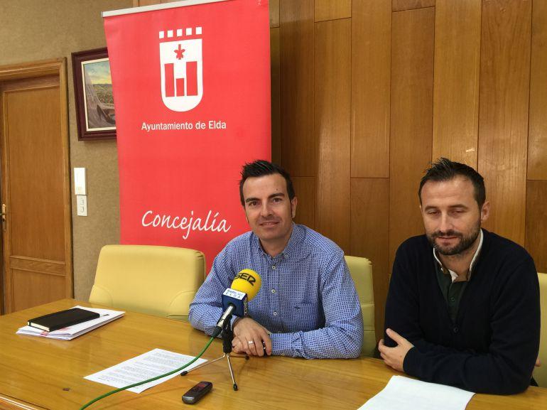 El edil de Deportes, Fernando Gómez, y el coordinador del área, Chema Martínez (D), han presentado las ayudas