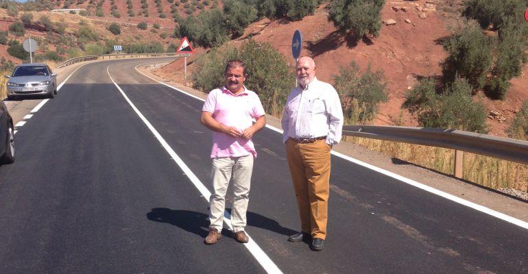 El diputado de Infraestructuras, José Castro, visita las actuaciones realizadas en la vía que une Vilches con la estación de Vadollano.