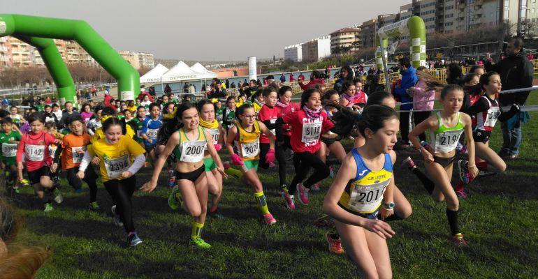 Participantes de una de las pruebas del Circuito de Campo a través que se disputó en Jaén capital.