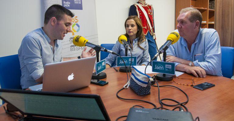 De derecha a izquierda, el alcalde de Santa Elena, Juan Caminero, la segunda teniente de alcalde, Marifé Tapia, y César García.