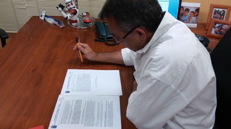 El edil de hacienda, Jesús Hernando, revisa la propuesta de tasas e impuestos