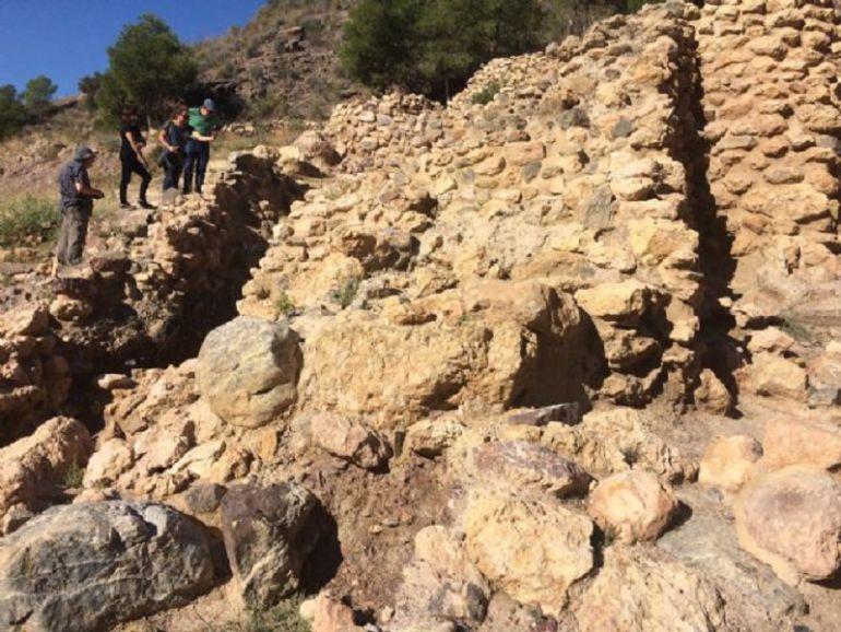 Comienzan las obras para proteger la muralla de La Bastida y evitar su deterioro