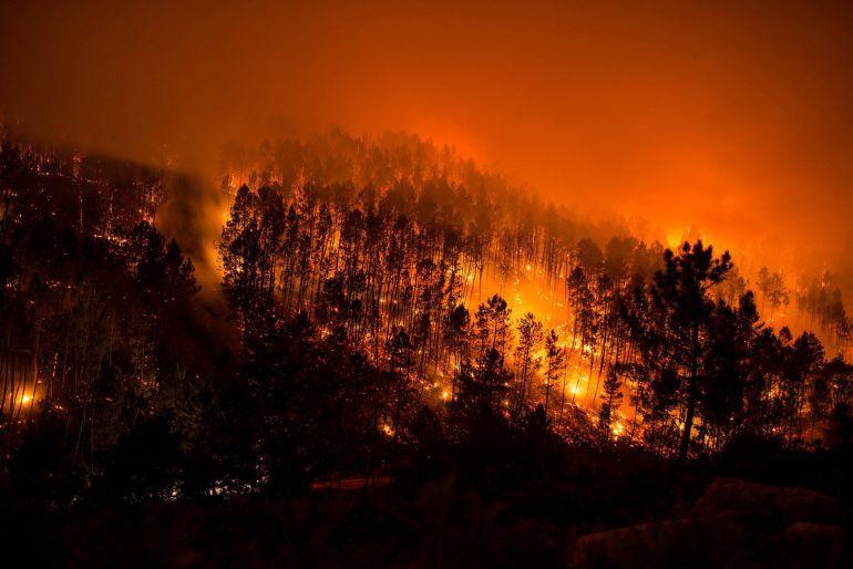 La operación investiga la autoría de varios incendios en Lobios