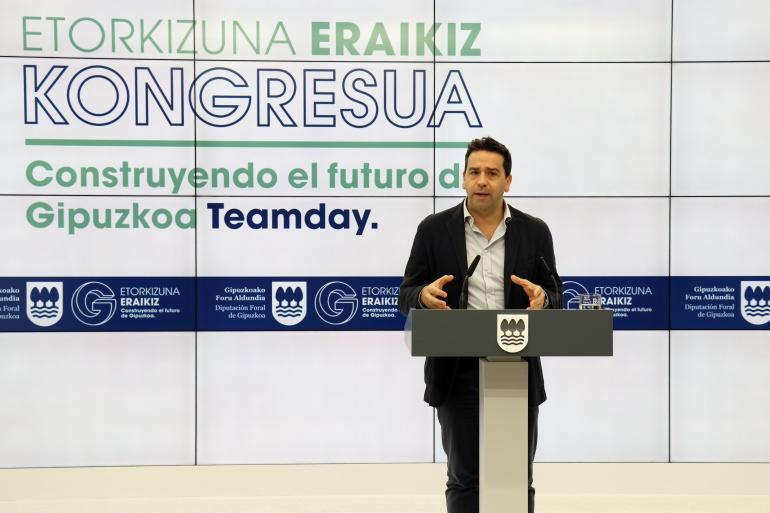 Imanol Lasa en la presentación de los detalles del I Congreso Internacional de Etorkizuna Eraikiz.