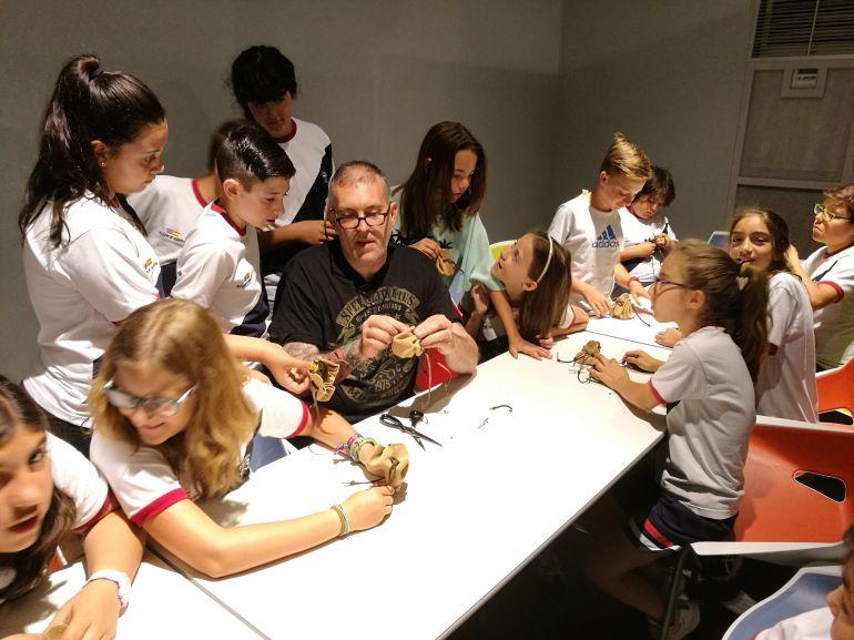 Uno de los talleres dirigidos a niños en las Jornadas artesanales de Segovia
