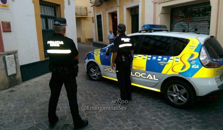 Detenido en Sevilla por propinar un puñetazo a su novia delante de una patrulla de la Policía
