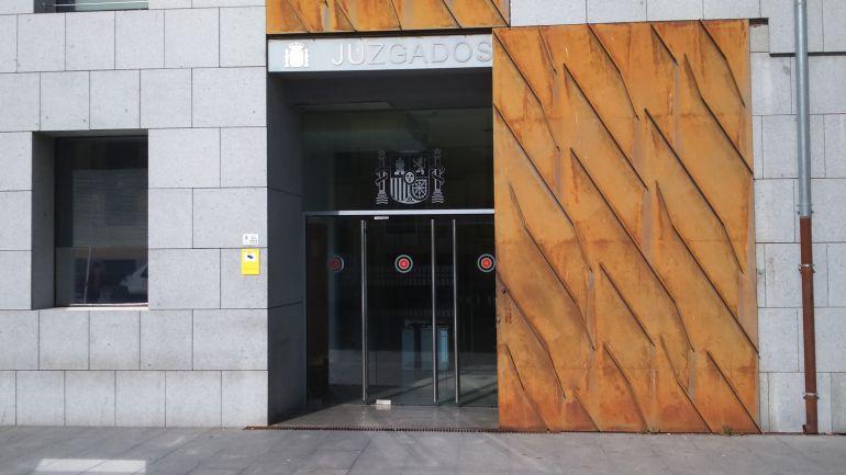 Puerta de los Juzgados de Ávila